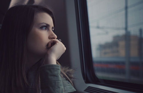 Woman looking out the window StockSnap 5KKG0RMWOA